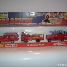 Coches a escala: DINKY TOYS, FIRE RESCUE SET, RANGE ROVER, LAND ROVER, CAMION RESCATE, REF. 304. Lote 75124123