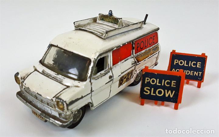 FURGONETA DE POLICIA. FORD TRANSIT VAN. METAL. ESC 1/43. DINKY TOYS. REINO UNIDO. CIRCA 1950. (Juguetes - Coches a Escala 1:43 Dinky Toys)