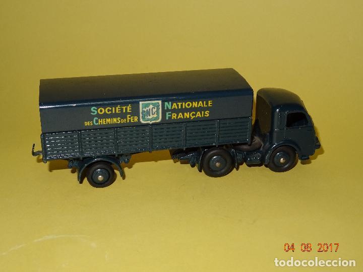 Coches a escala: Antiguo Camión con Toldo PANHARD de SNCF de DINKY TOYS Made in France por MECCANO - Foto 3 - 95048623