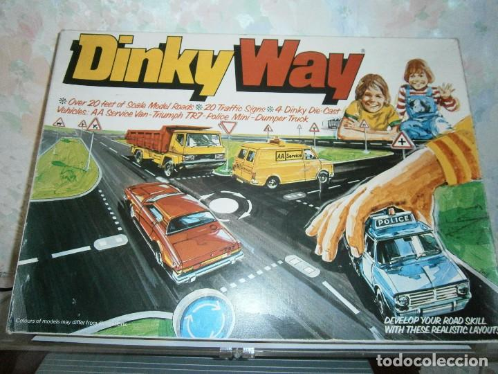 DINKY TOYS, DINKY WAY SET, CARRETERAS, 4 COCHES Y SEÑALES. REF. 240 (Juguetes - Coches a Escala 1:43 Dinky Toys)
