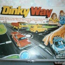 Coches a escala: DINKY TOYS, DINKY WAY SET, CARRETERAS, 4 COCHES Y SEÑALES. REF. 240. Lote 99067727