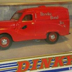 Coches a escala: MATCHBOX DINKY AUSTIN A40 1953 -BROKEN BOND TEA- (DY-15) -THE DINKY COLLECTION-. Lote 108760179