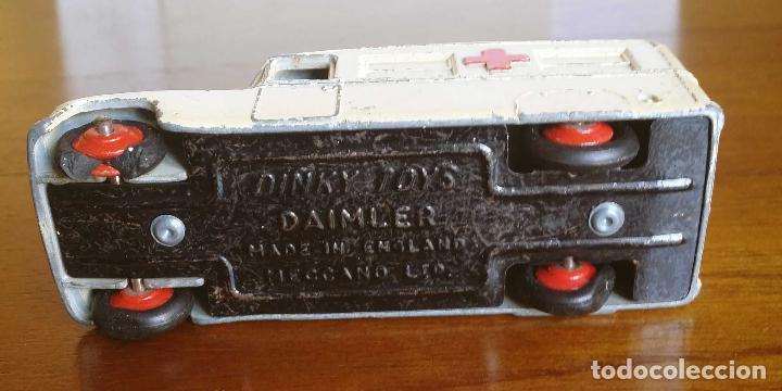 Coches a escala: DINKY TOYS DAIMLER AMBULANCIA AÑO 1954 - Foto 5 - 109771083