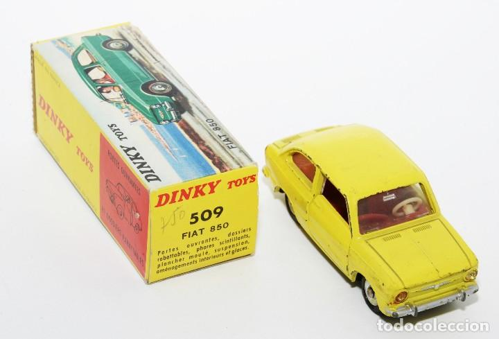 Coches a escala: DINKY TOYS 509 - FIAT 850 AMARILLO - INTERIOR ROJO - AÑOS 60 - CON CAJA - Foto 3 - 120190631