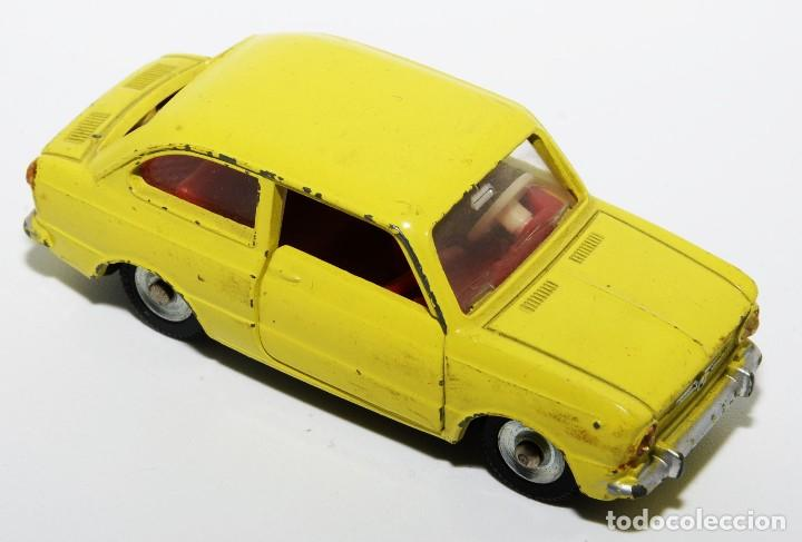 Coches a escala: DINKY TOYS 509 - FIAT 850 AMARILLO - INTERIOR ROJO - AÑOS 60 - CON CAJA - Foto 4 - 120190631