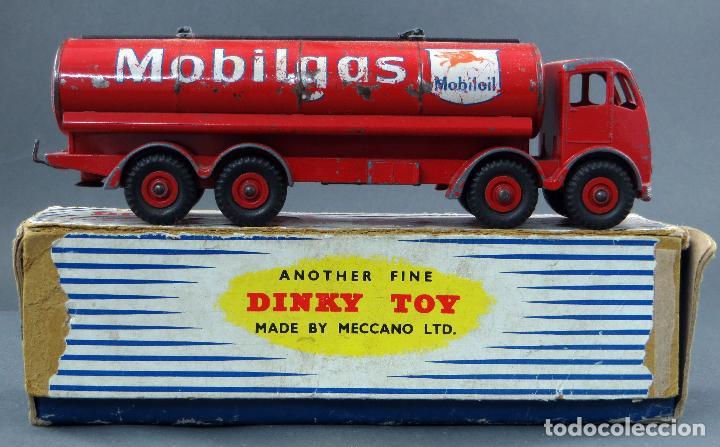 Coches a escala: Cisterna Mobilgas Foden 14 Ton Tanker Dinky SuperToys Made in France con caja 941 1/43 años 60 - Foto 2 - 120534103