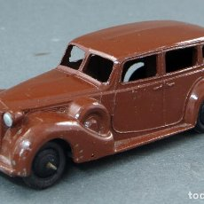 Coches a escala: PACKARD DINKY TOYS CON CONDUCTOR MADE IN ENGLAND 39 A 1/43 AÑOS 40. Lote 122434235