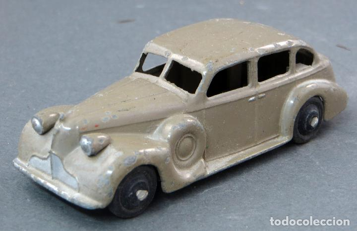 Coches a escala: Buick Berlina Dinky Toys con conductor Made in England 39 A 1/43 años 50 - Foto 1 - 122434623