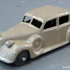 Coches a escala: BUICK BERLINA DINKY TOYS CON CONDUCTOR MADE IN ENGLAND 39 A 1/43 AÑOS 50. Lote 122434623