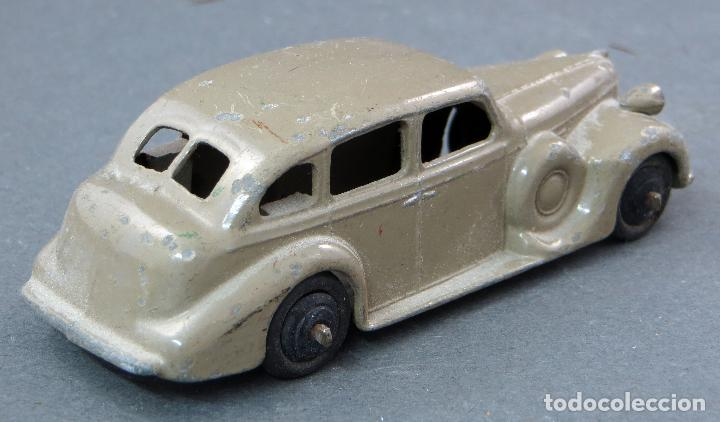 Coches a escala: Buick Berlina Dinky Toys con conductor Made in England 39 A 1/43 años 50 - Foto 2 - 122434623