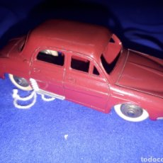 Coches a escala: DINKY TOYS RENAULT DAUPHINE. Lote 129387911