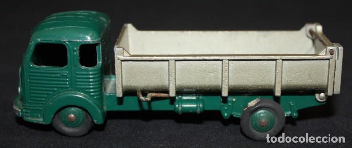 Coches a escala: DINKY TOYS, BENNE BASCULANTE SIMCA CARGO. REF. 33 B - Foto 2 - 152888246