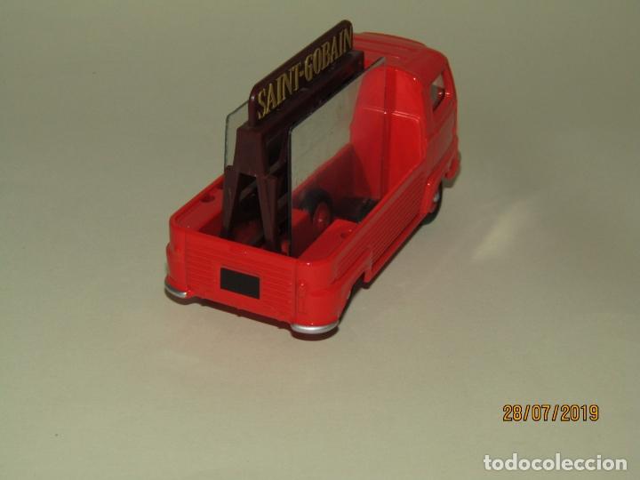 Coches a escala: RENAULT ESTAFETTE Pick Up Transporte de Cristales y Espejos de DINKY TOYS Edición Atlas Mattel - Foto 6 - 172467197