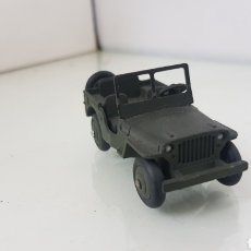 Coches a escala: DINKY TOYS WILLYS JEEP MILITAR DE 6CMS EN VERDE. Lote 178951637