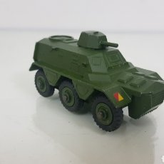 Coches a escala: DINKY TOYS ARMORED PERSONNEL CARRIER EN VERDE MILITAR 9 CM. Lote 179247920