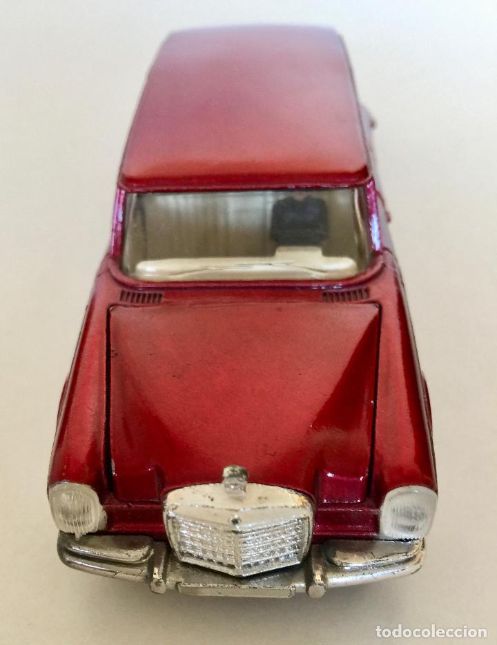 Coches a escala: DINKY TOYS MERCEDES-BENZ 600 – ROJO - MODELO 128 - VINTAGE 1964 MECCANO ENGLAND - Foto 8 - 192909617