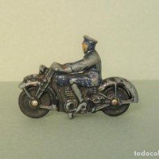 Voitures à l'échelle: ANTIGUO DINKY Nº37B MOTO CON MOTOCICLISTA DE POLICIA. AÑO 1946.. Lote 199799073