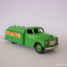 Coches a escala: DINKY Nº30PA STUDEBAKER PETROLERO CASTROL. AÑOS 1952/1954.. Lote 196254310