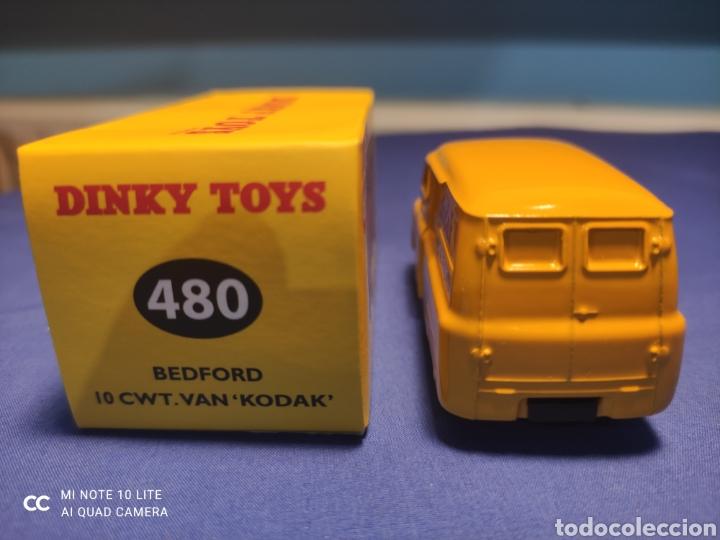 Coches a escala: DINKY TOYS ATLAS BEDFORD VAN KODAK 1/43, REEDICIÓN. NUEVO Y EN CAJA - Foto 3 - 236986000