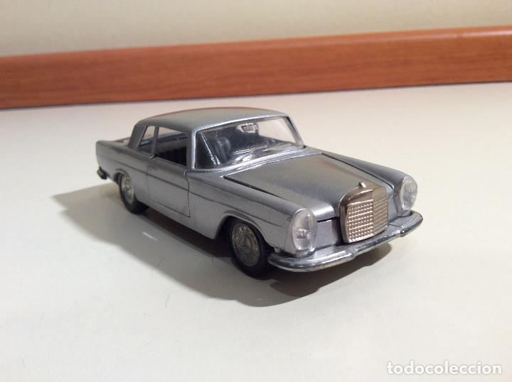 Coches a escala: Mercedes 250 Coupe Pilen - Foto 1 - 76787363