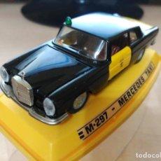 Model Cars - MERCEDES 250 TAXI DE PILEN - 110925283