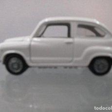 Coches a escala: SEAT 600 AUTO PILEN DE COLOR BLANCO ESCALA 1/43. Lote 112545623