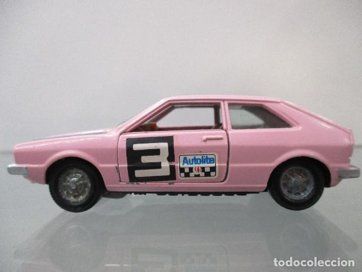 Coches a escala: VW SCIROCCO COLOR ROSA PILEN ESCALA 1/43 - Foto 2 - 112643203