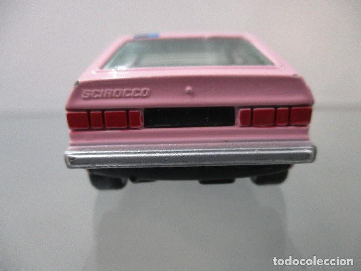 Coches a escala: VW SCIROCCO COLOR ROSA PILEN ESCALA 1/43 - Foto 4 - 112643203