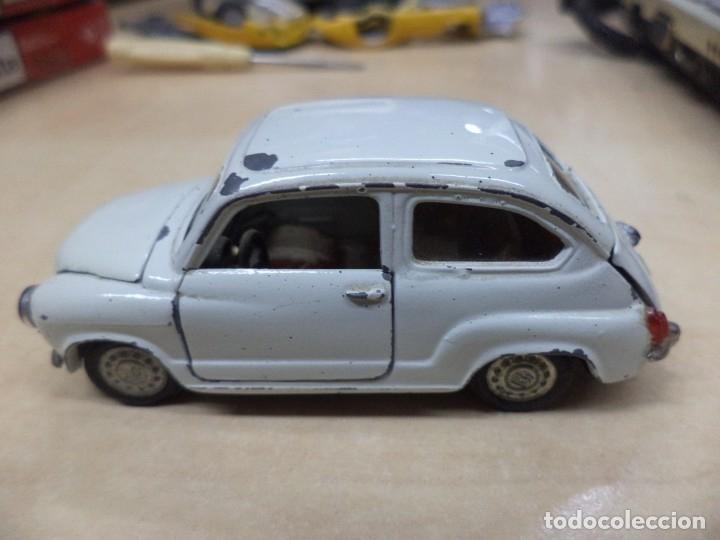 Coches a escala: Pilen.Auto Pilen.Seat 600 primera serie años 70.Con faltas. - Foto 2 - 153043829