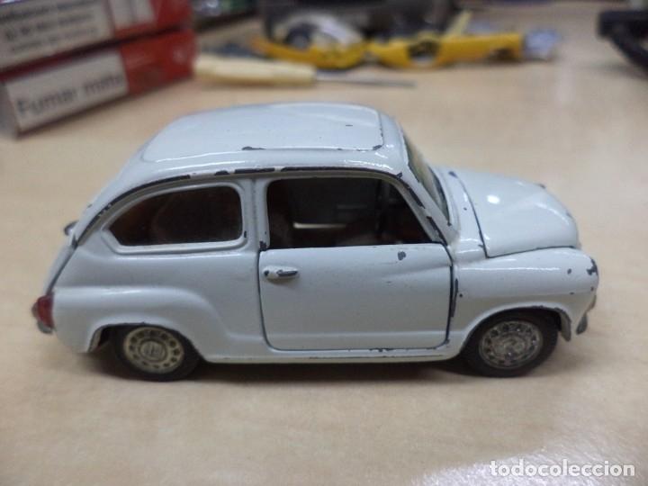 Coches a escala: Pilen.Auto Pilen.Seat 600 primera serie años 70.Con faltas. - Foto 5 - 153043829