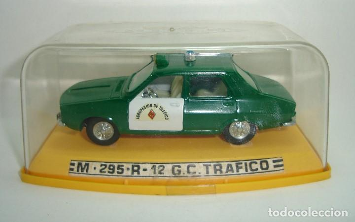 Coches a escala: ANTIGUO RENAULT 12 GUARDIA CIVIL AGRUPACION DE TRAFICO PILEN ESCALA 1:43 - Foto 2 - 147450150