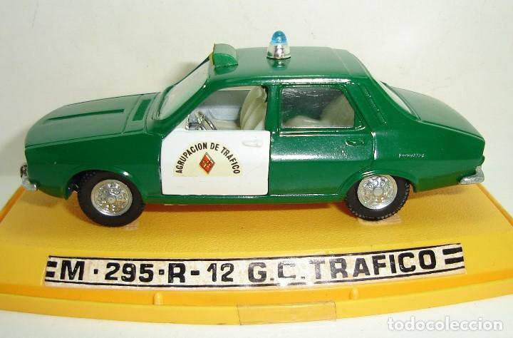 Coches a escala: ANTIGUO RENAULT 12 GUARDIA CIVIL AGRUPACION DE TRAFICO PILEN ESCALA 1:43 - Foto 4 - 147450150