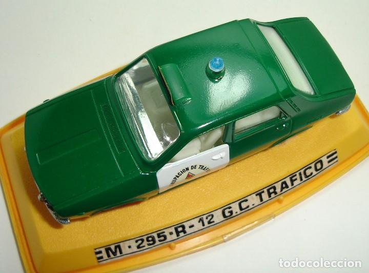 Coches a escala: ANTIGUO RENAULT 12 GUARDIA CIVIL AGRUPACION DE TRAFICO PILEN ESCALA 1:43 - Foto 9 - 147450150