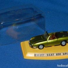 Coches a escala: (M) PILEN - M317 SEAT 850 SPIDER CON CAJA, SEÑALES DE USO NORMALES. Lote 150223950
