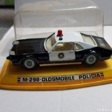 Coches a escala: COCHE AUTO-PILEN M-298 OLDSMOBILE POLICIA EN BLISTER ESCASO. Lote 152032105
