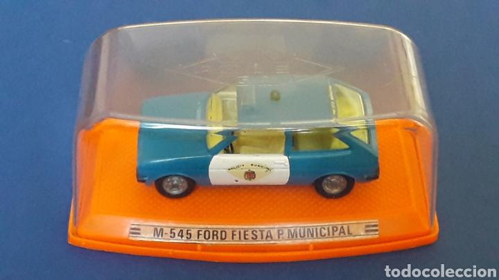 Coches a escala: Ford Fiesta Policía Municipal ref. 545, metal esc. 1/43, Pilen Spain, original años 70-80. Con caja. - Foto 2 - 157779430