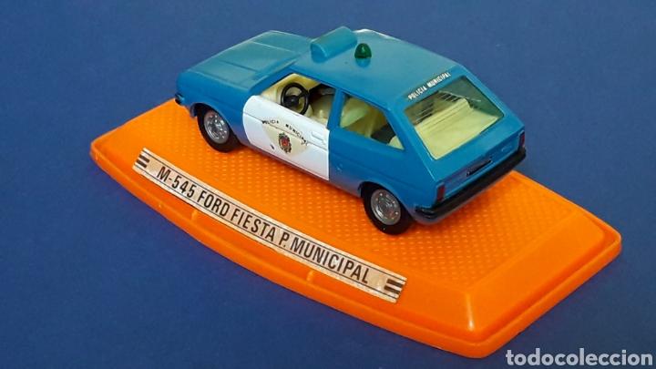 Coches a escala: Ford Fiesta Policía Municipal ref. 545, metal esc. 1/43, Pilen Spain, original años 70-80. Con caja. - Foto 4 - 157779430