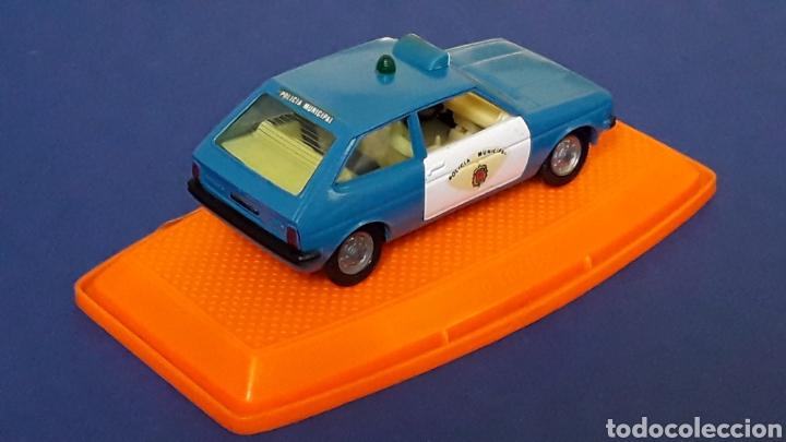 Coches a escala: Ford Fiesta Policía Municipal ref. 545, metal esc. 1/43, Pilen Spain, original años 70-80. Con caja. - Foto 5 - 157779430