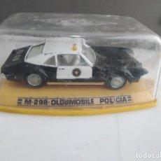 Coches a escala: ANTIGUO COCHE DE AUTO PILEN EN CAJA OLDSMOBILE POLICIA. Lote 165467402