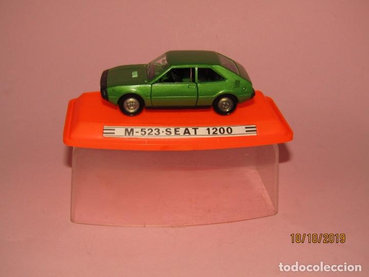 Coches a escala: Antiguo SEAT 1200 en Escala 1/43 de PILEN Nuevo a Estrenar y en Caja Original - Año 1970s. - Foto 3 - 180258762