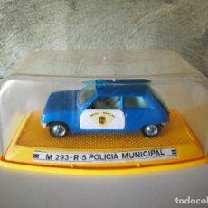 Coches a escala: M 293 RENAULT 5 POLICÍA MUNICIPAL PILEN EN CAJA. Lote 218965493