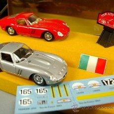 Coches a escala: SOLIDO SET 1/43 2 FERRARI GTO BIANCHI/BERGER 1963-64 TOUR DE FRANCE - NUEVO EN CAJA ORIGINAL VINTAGE. Lote 30855171