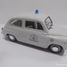 Coches a escala: COCHE MINIATURA. MARCA SOLIDO. SEAT 600 D 1968. POLICIA MUNICIPAL DE BARCELONA. ESCALA 1:43. VER. Lote 104008635