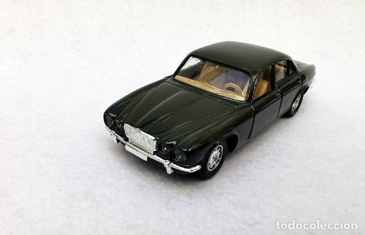 Coches a escala: Jaguar XJ 12 de la colección Coches Inolvidables, Solido (Salvat), año 2001, escala 1/43 - Foto 2 - 195873585