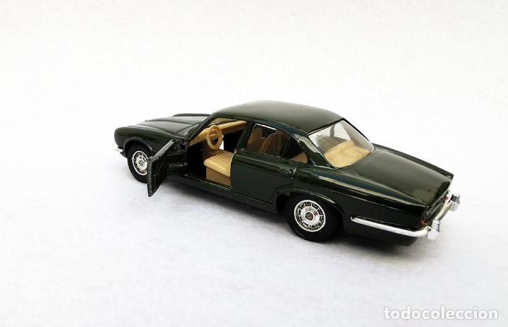 Coches a escala: Jaguar XJ 12 de la colección Coches Inolvidables, Solido (Salvat), año 2001, escala 1/43 - Foto 4 - 195873585