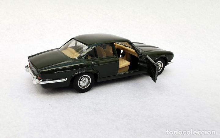 Coches a escala: Jaguar XJ 12 de la colección Coches Inolvidables, Solido (Salvat), año 2001, escala 1/43 - Foto 6 - 195873585