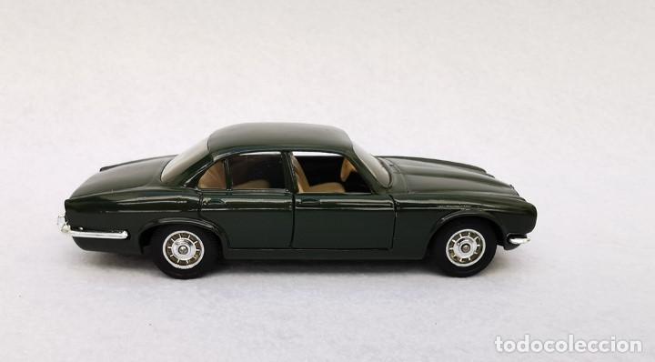 Coches a escala: Jaguar XJ 12 de la colección Coches Inolvidables, Solido (Salvat), año 2001, escala 1/43 - Foto 7 - 195873585