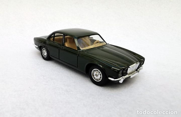 Coches a escala: Jaguar XJ 12 de la colección Coches Inolvidables, Solido (Salvat), año 2001, escala 1/43 - Foto 8 - 195873585