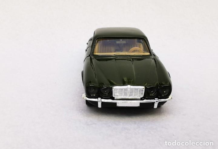 Coches a escala: Jaguar XJ 12 de la colección Coches Inolvidables, Solido (Salvat), año 2001, escala 1/43 - Foto 9 - 195873585