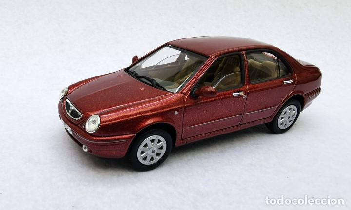 Coches a escala: Lancia Lybra de la colección Coches Inolvidables, Solido (Salvat), año 2001, escala 1/43 - Foto 2 - 228128445